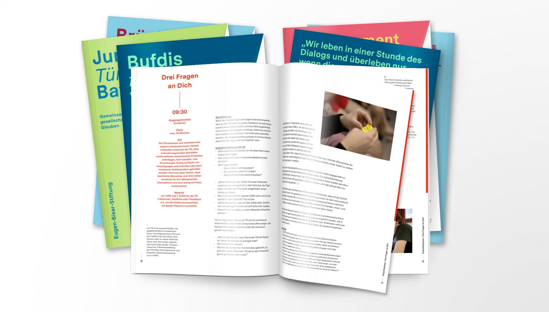 Buchreihe mit Printdesign der Designagentur das formt aus München