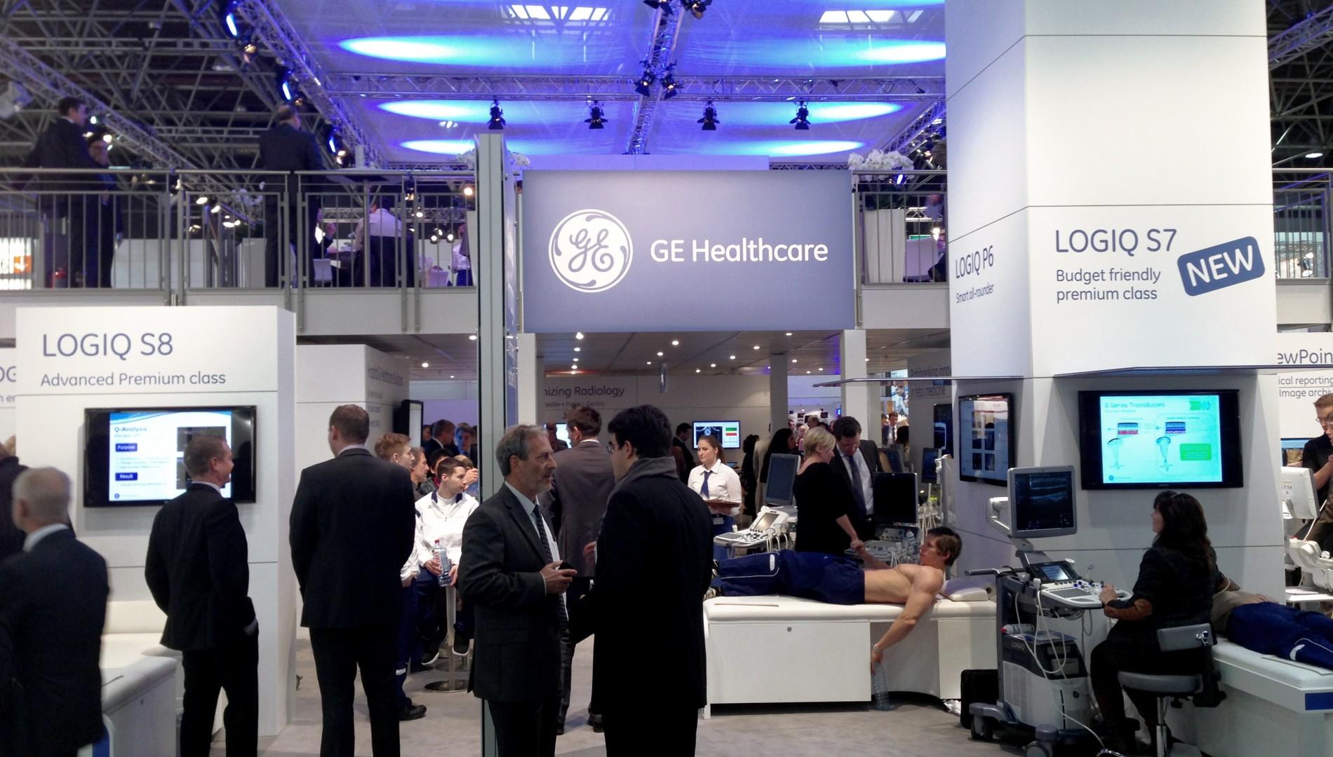 Medica in Düsseldorf - Messedesign der Designagentur das formt in München