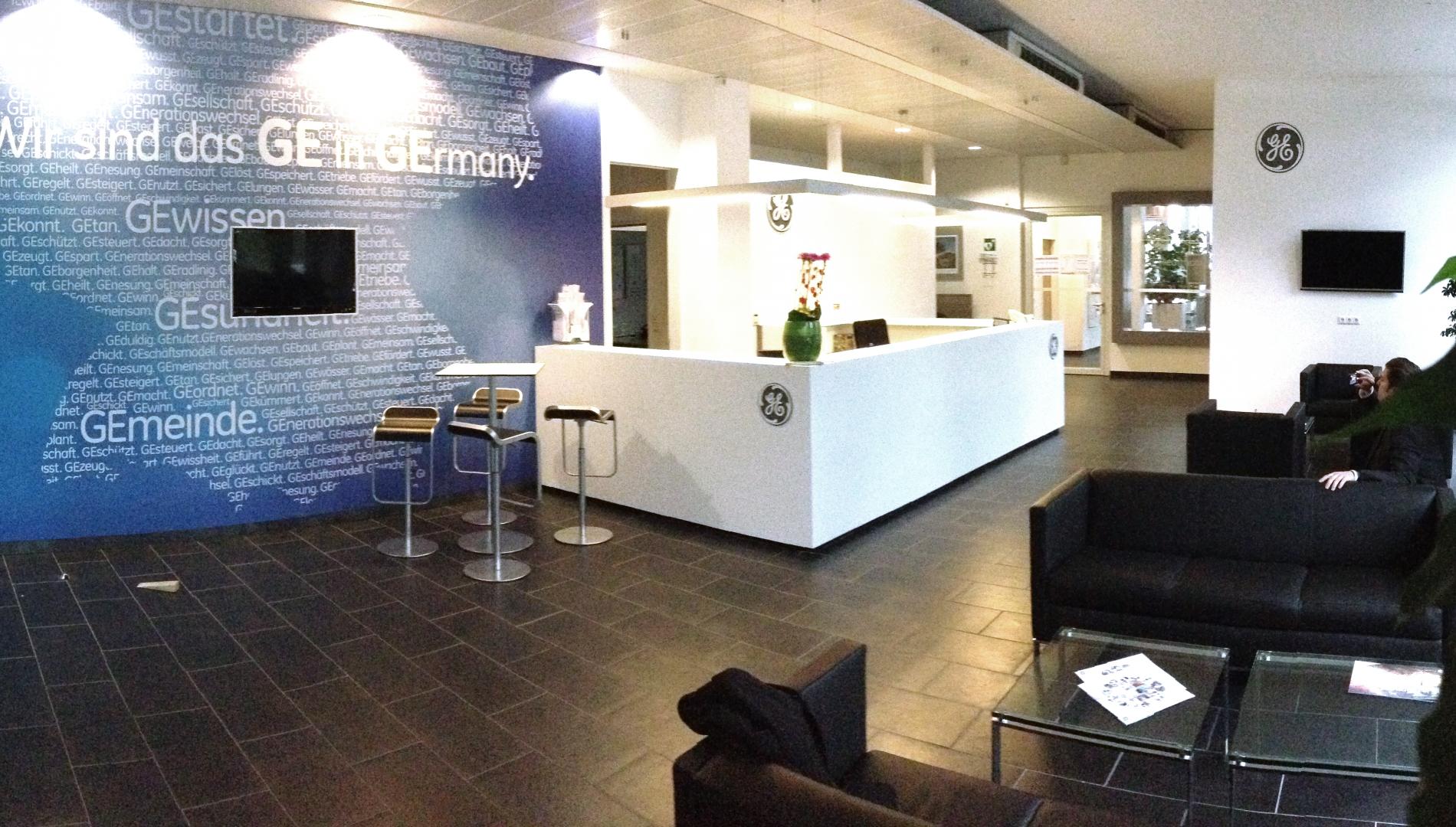 Foyer von GE Healthcare in München - Corporate Architecture und Branddesign der Agentur das formt in München