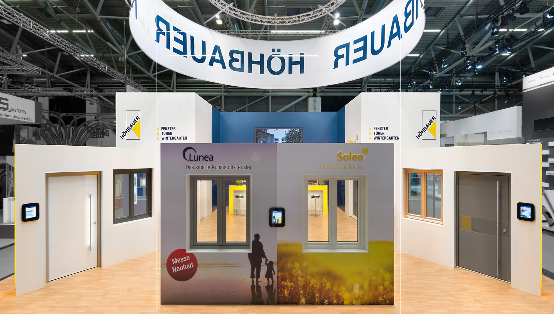 Messedesign mit Multimediainstallation und Mobiler Applikation für die Höhbauer GmbH von der Designagentur das formt aus München