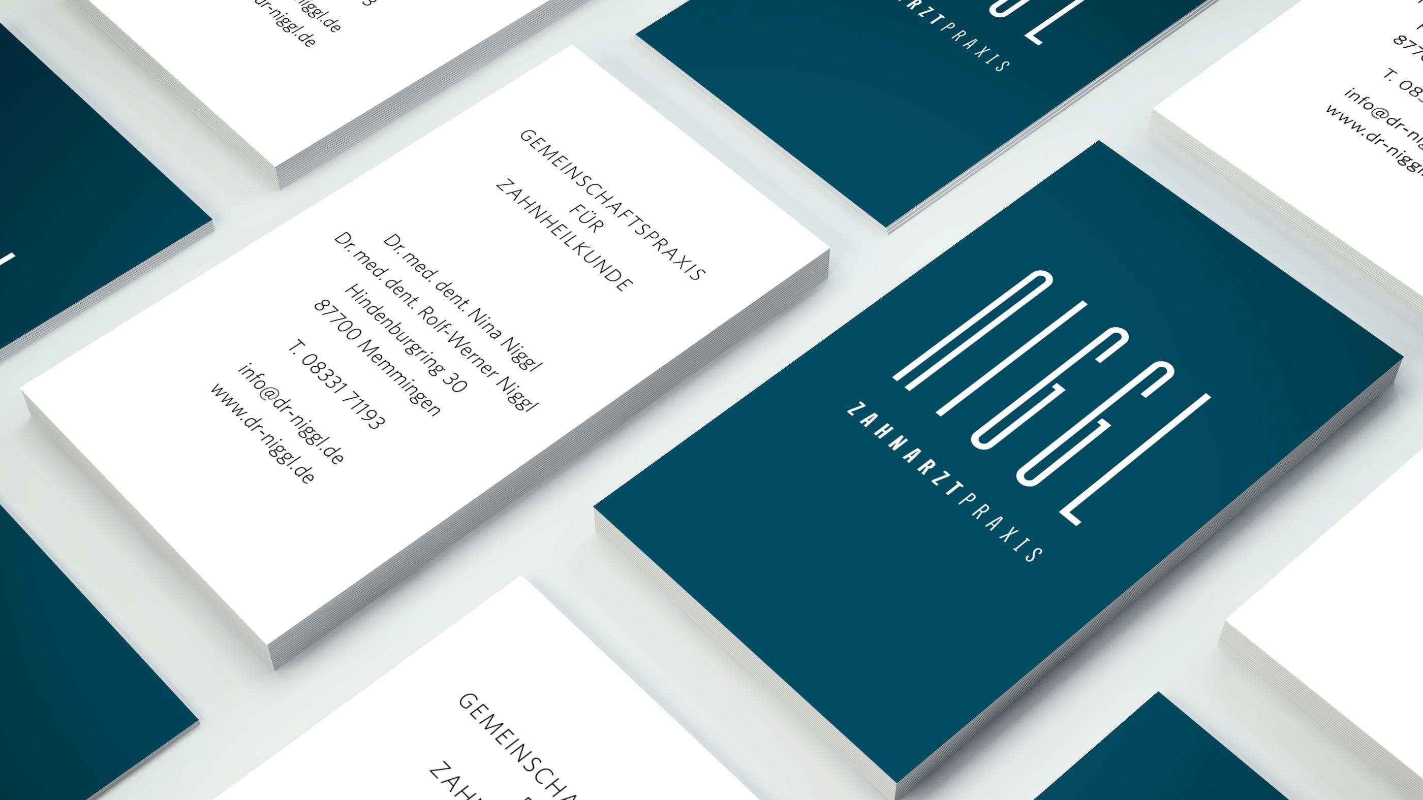 Corporate Design mit Geschäftsausstattung für die Zahnarztpraxis Niggl aus Memmingen von der Designagentur das formt aus München