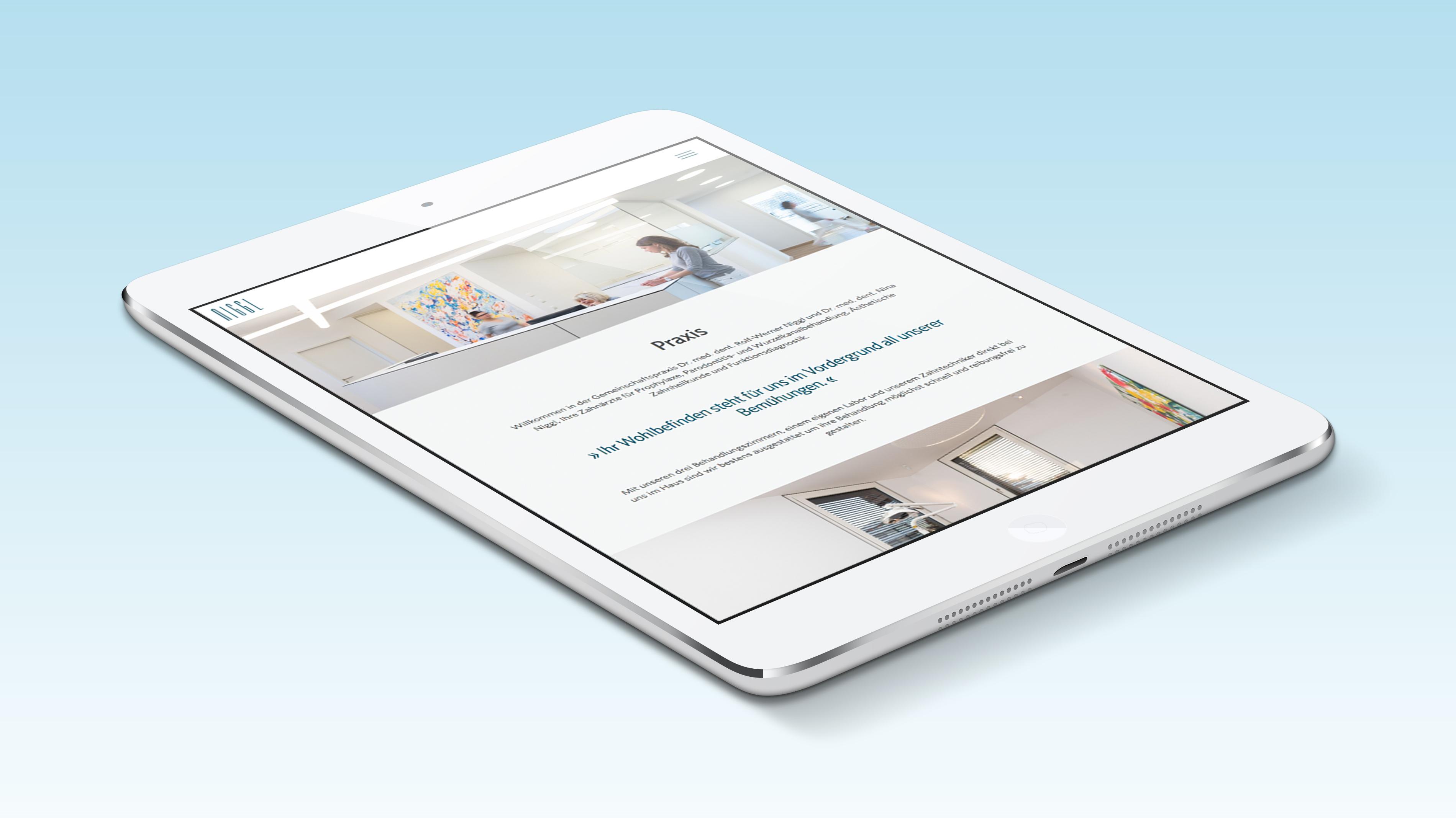 Moderner Interntauftritt mit neuem Corporate Design für die Zahnarztpraxis aus Memmingen von der Designagentur das formt aus München